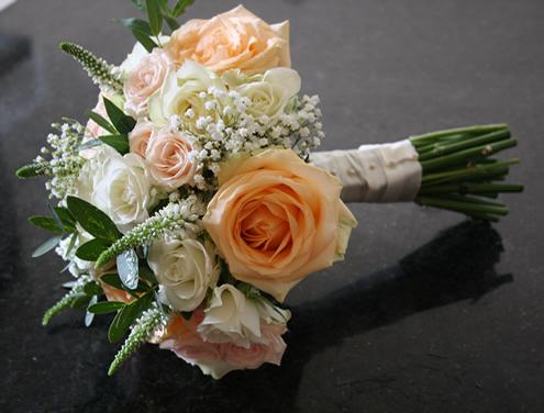 Peach & cream rose bouquet