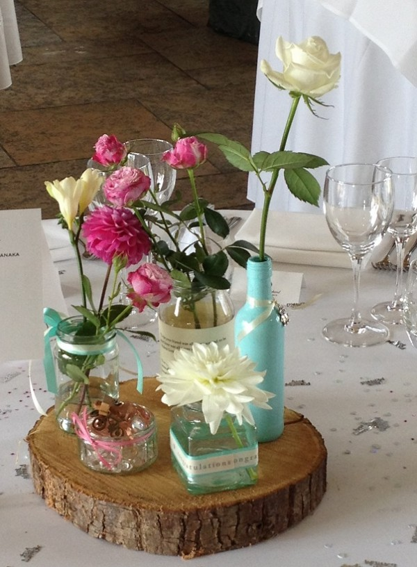 Mixed simple floral table dislays